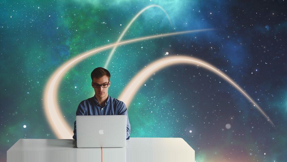 Unternehmer vor Laptop